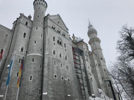 Une façade du château