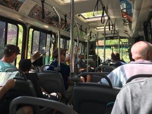 bus nous amenant du parking à un parcours
